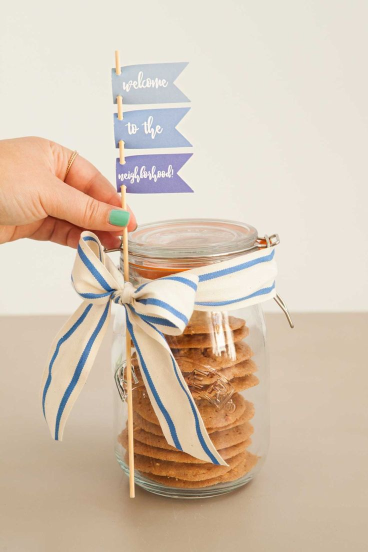 Welcome your new neighbors with a thoughtful homemade gift. With just a few materials and some baked goods, you can create a meaningful gift that will make it easy to break the ice. Click in for our how-to tutorial!