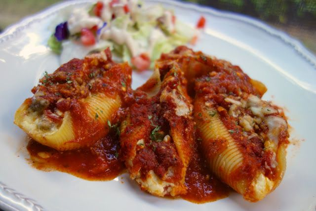 Pizza Stuffed Shells | Plain Chicken...I will substitute ricotta for cottage cheese..