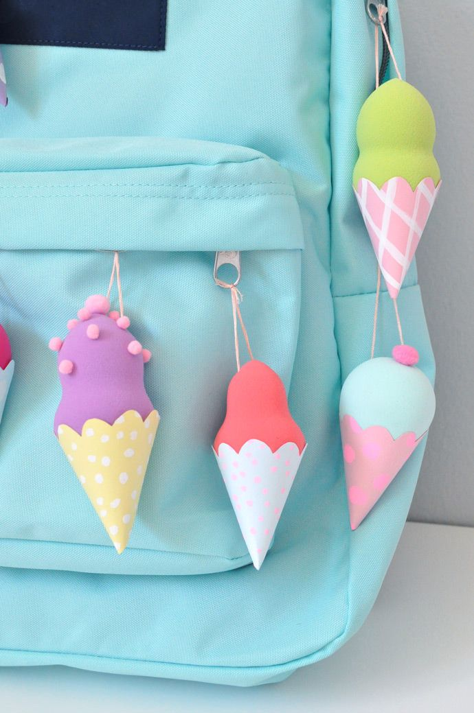 How adorable are these DIY ice cream backpack flairs?!