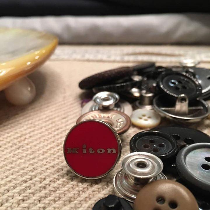 Red Button... so elegant! #kiton #button #elegant #dapper #monks #fattoamano #needles #luxury #style #tradition #quality #best #top #davide