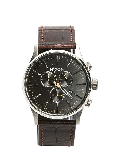 Paslanmaz çelik kasalı, sertleştirilmiş mineral kristal ekranlı, deri kordonlu, 100 mt su basıncına dayanıklı Nixon kol saati. Çap:42 mm