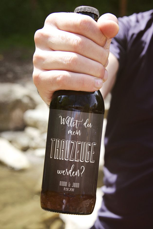 "Die männliche Art zu Fragen ""Willst Du mein Trauzeuge werden?"", personalisierbarer Aufkleber für eine Bierflasche / costumizable beer sticker saying ""Will you be my groomsman?"" for bride groom made by LieblingsPrint via DaWanda.com"