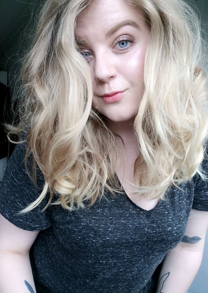 Strong brows, blonde hair, big soft curls, tony&guy -http://www.liseemilia.com/
