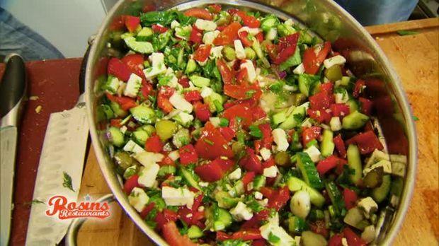 Deftiger Bauernsalat mit Fetakäse nach einem Rezept von Frank Rosin.