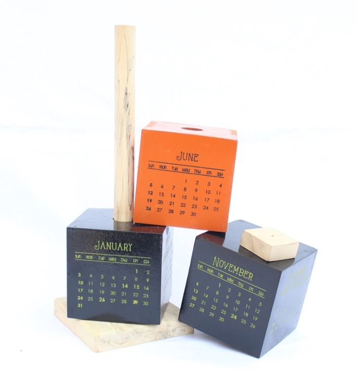 Colorful and smart wooden block desk #calendar #2016 cum paper weight #innovative #wood  http://qoo.ly/7dufe/0