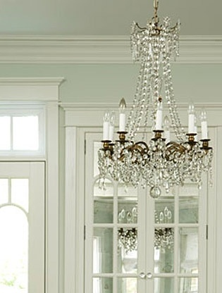 What colour should you paint your crown (or cornice) molding? The answer is simple…flat pure white so that it highlights the difference in colour between your walls and ceiling, and so that it looks like solid plaster (the traditional choice).