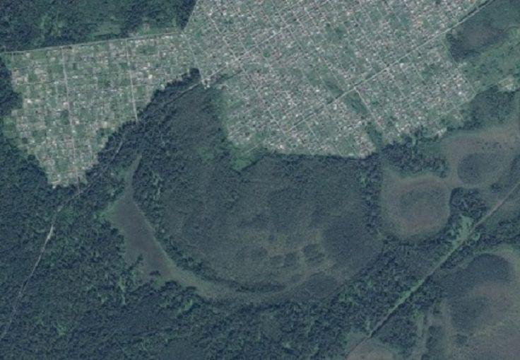 Starobylé ruiny dotáhnout zeminy a písku nedaleko od Tomsk.