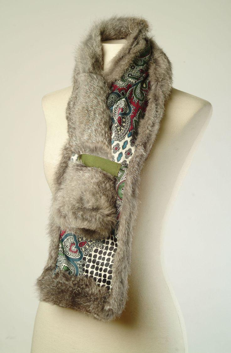 Bufanda realizada con piel de conejo por Yolanda Rueda