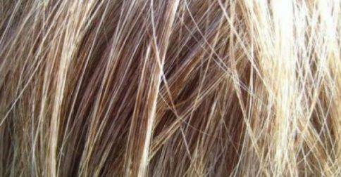 Δες τι πρέπει ΟΠΩΣΔΗΠΟΤΕ να κάνεις όταν κοιμάσαι για να έχεις υγιή μαλλιά