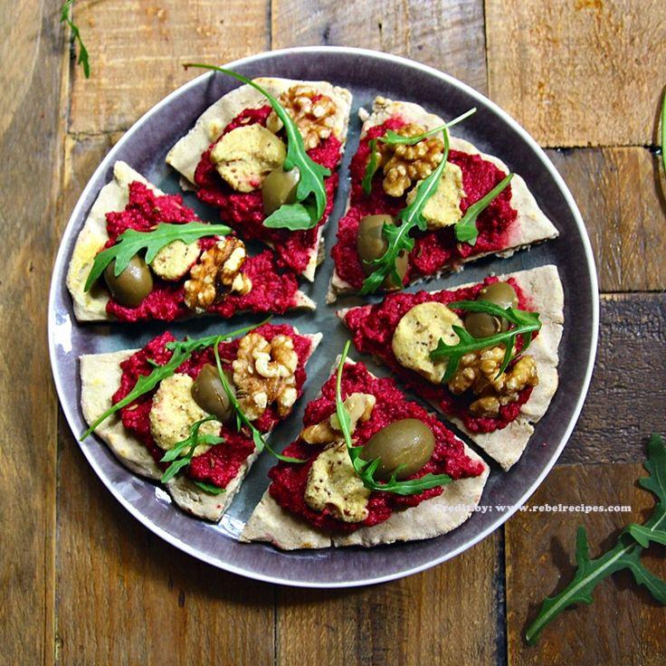 Vegetarianos e Veganos: Pizza Rustica com Hummus e Queijo de Castanha de Caju I Rustic Pizza With Beet Hummus And Cashew Cheese