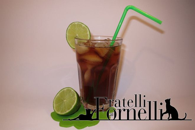 Long Island iced tea - Fratelli ai Fornelli - Celebre cocktail newyorkese, composto da gin, vodka, rum bianco e grand marnier
