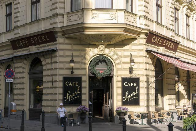 Vienna's top historic cafes, or coffee houses to visit on your vacation. Coffeehouses are an institution in Vienna.