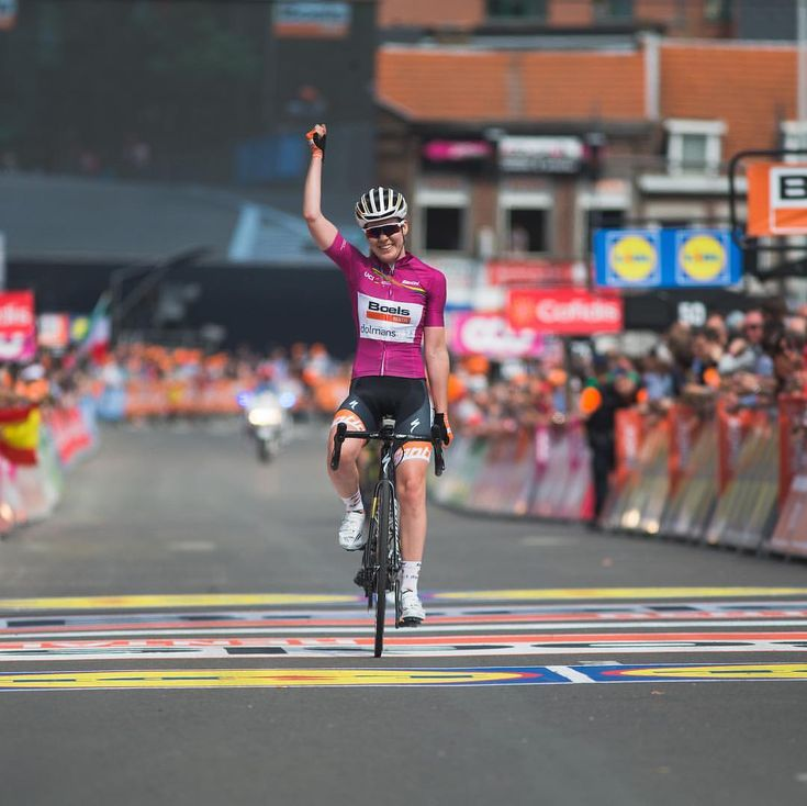 Winning in the jersey she won last year, @annavdbreggen takes a second consecutive victory at Liege Bastogne Liege. #uciroad #uciwwt…