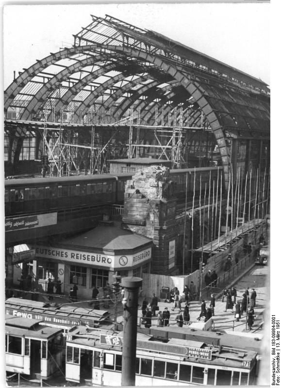 S Bahnhof Berlin Alexanderplatz Im Maerz 1951 Berlin Geschichte Geschichte Berlin Alexanderplatz