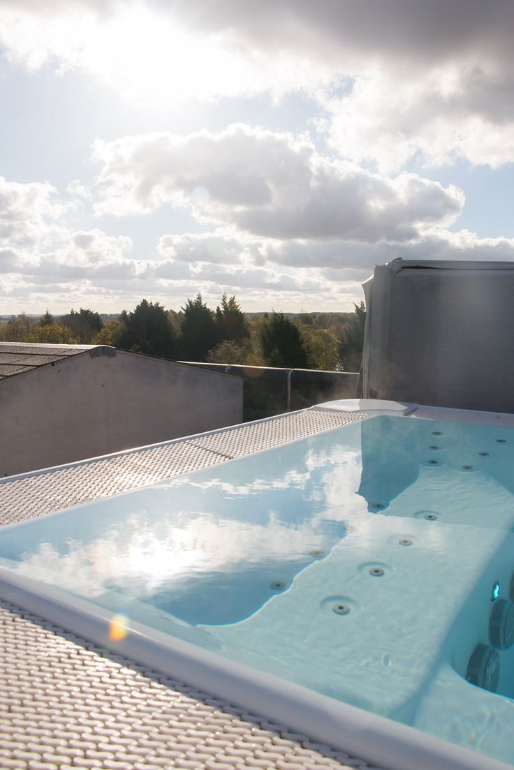 Rooftop hot tub on a sunny Autumn day at Cotswolds Hotel & Spa. | Amy Tinson Photography
