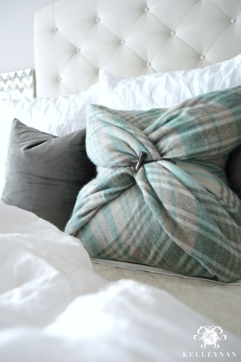 Blanket Scarf Pillow- DIY No-Sew Pillow Tutorial DIY Bedding