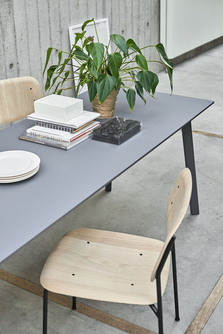 CPH Deux table and Soft Edge chair.