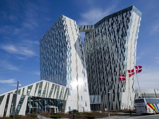 Современное здание отеля Белла Скай Комвелл, Копенгаген. Дания