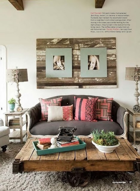 Love that wooden pallet used as a coffee table