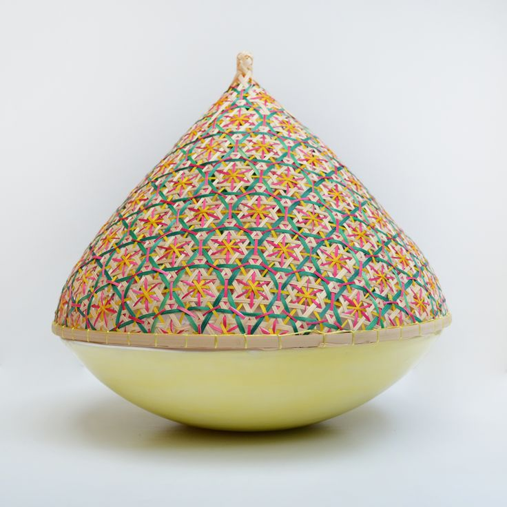 Bol de cerámica artesanal y cubreplatos de bambú hechos a mano en Tailandia #ceramica #menage #ceramicdesign #artesania #handmade #tailandia #color #ceramic #pottery #clay #deco #cocina #bol #thai #cubreplatos #bambu #quesera #frutero #ensaladera