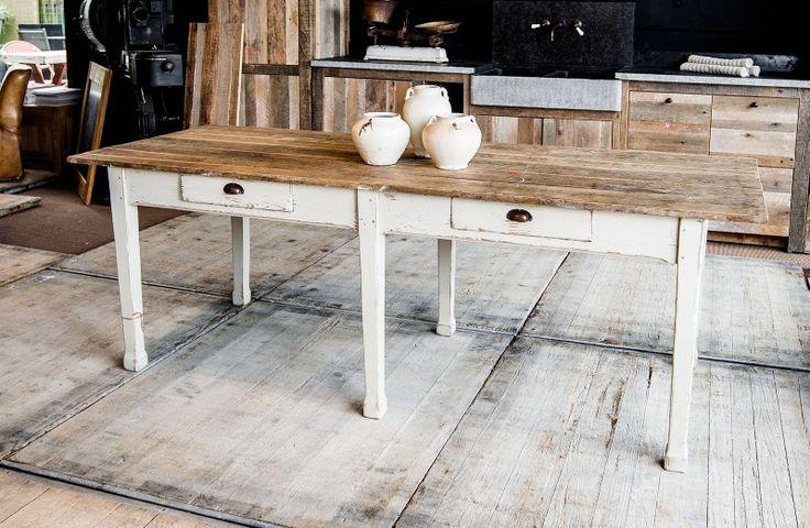 Authentieke houten eettafel met schuiven - Decoratieve aardewerken potten - Authentic solid wood dinding table with drawers - Similar tables made to measure - #WoonTheater