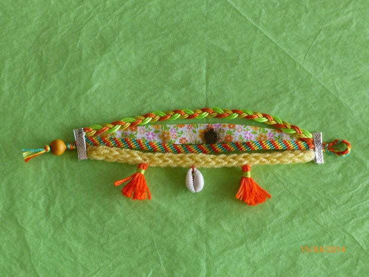 bracelet manchette multi rangs jaune, orange et vert - coquillage et pompons : Bracelet par recreazouzou