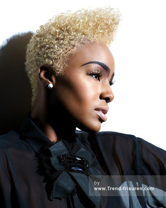 HYPE COIFFURE Mittel Blonde Weiblich Curly Kraus Farbige Afro Plastische Tolle Ethnische Frauen Schwarz Frisuren hairstyles