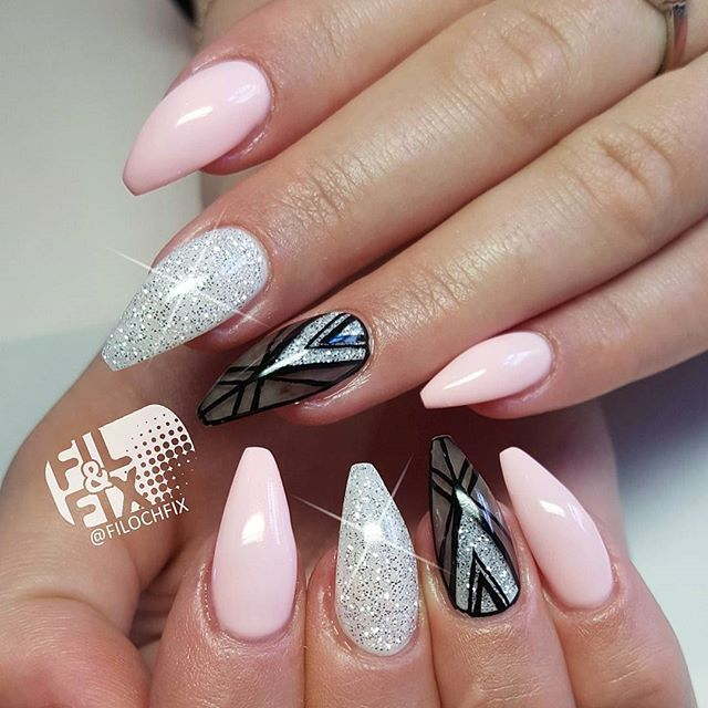 Today I've made a spring version of a previous design, love them!  Ring fingers inspired by @celinaryden  #filochfix #lightelegance #lexygel #LEfamily #nails #naglar #gelnails #glitter #nailaddicts #nails2inspire #nailtechnician #nailtech #nagelsalong #nagelteknolog #nailstagram #nailartaddicts #nagelterapeut #storuman #nailart #gelenaglar #naildesign #handpainted #handmålat #inspiredbycelina