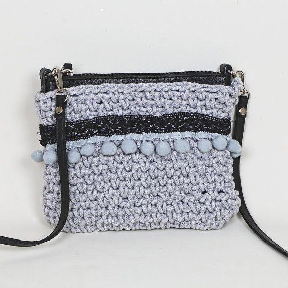 VENTE fait main au crochet embrayage, embrayage fabriqués à la main, sac, cadeau pour elle, pochette boho, fabriqués à la main, pompon, dentelle, bracelet en cuir, pochette grise au crochet
