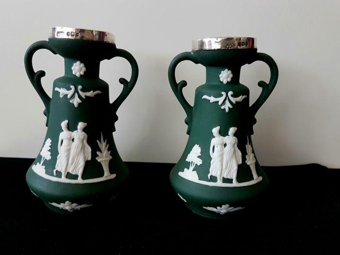 Nu in de #Catawiki veilingen: 2 dark green jasperware vase with silver plate