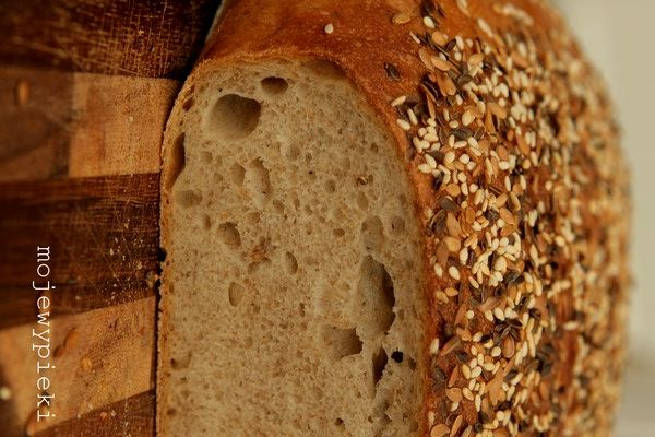 Chleb mleczny (na zakwasie) właśnie się piecze, jutro zobaczymy czy warto było
