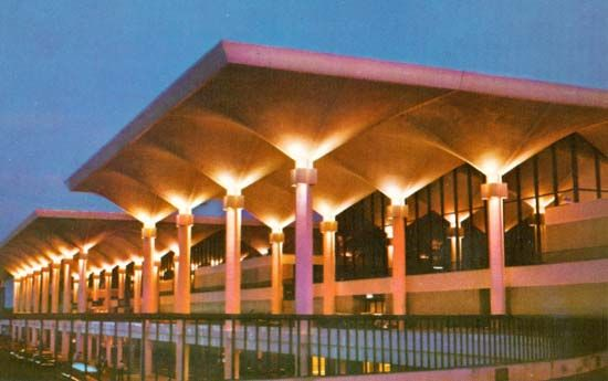 Memphis International Airport Passenger Terminal - Mann & Harrover (1963)