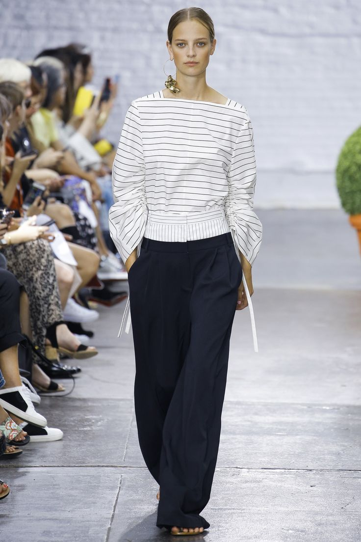 Tibi Spring 2017 Ready-to-Wear Fashion Show