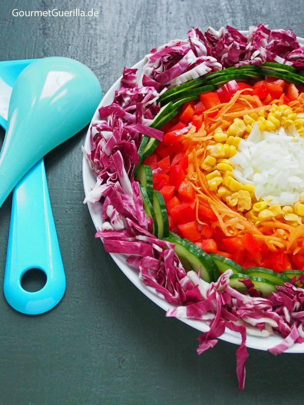 Servieridee: Das Essen aufräumen! Hier schön in Kreisen als Regenbogensalat.