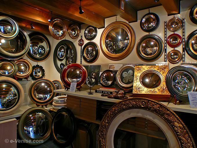 17 meilleures id es propos de miroirs v nitiens sur pinterest miroirs vintage et murs bleu. Black Bedroom Furniture Sets. Home Design Ideas