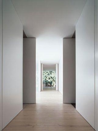 PUUR interieurarchitecten nachthal - overdag, geopende deuren