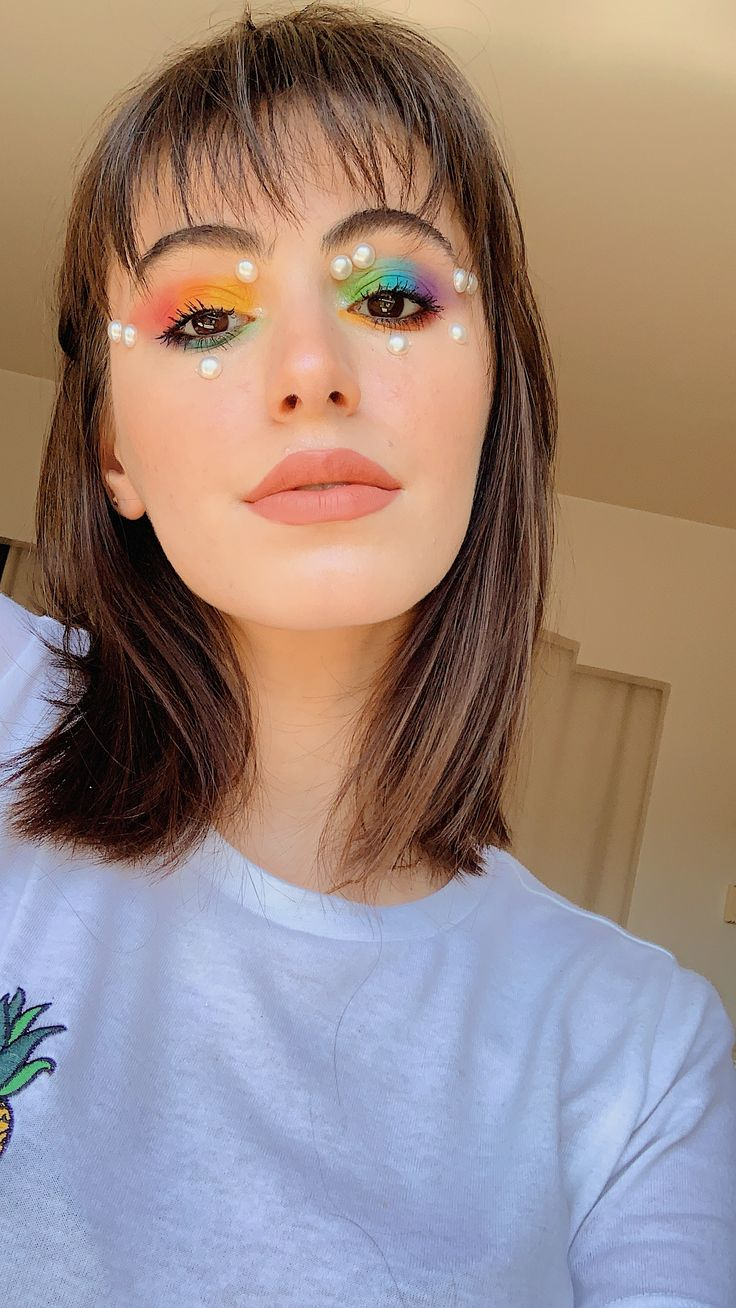 pride makeup ideas makeup easy makeup looks pride makeu Rainbow Eye Makeup, Prom Eye Makeup, Cat Eye Makeup, Colorful Eye Makeup, Subtle Makeup, Simple Makeup Looks, Simple Eye Makeup, Easy Makeup, Nailart