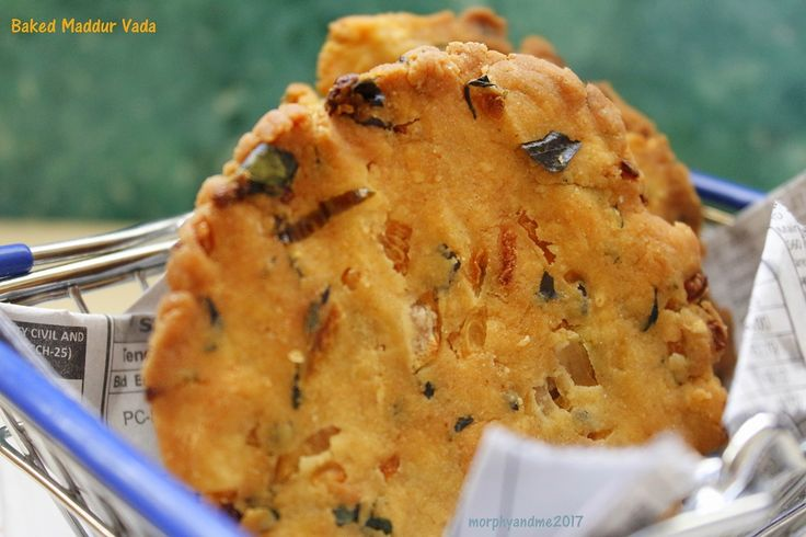 Crunchy chewy Maddur vada in a healthier baked version. This is a famous savoury snack from the town of Maddur in Karnataka.