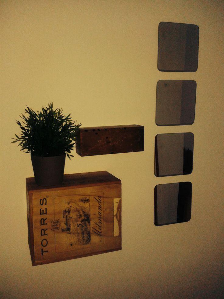 recibidor con caja de vino y estuche de madera