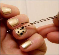 Pour faire des pois de couleur, utilisez tout simplement une épingle à cheveux. | 24 idées de manucures très faciles à réaliser
