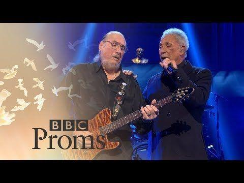 BBC Proms: Tom Jones and Steve Cropper: (Sittin' On) The Dock of the Bay - YouTube