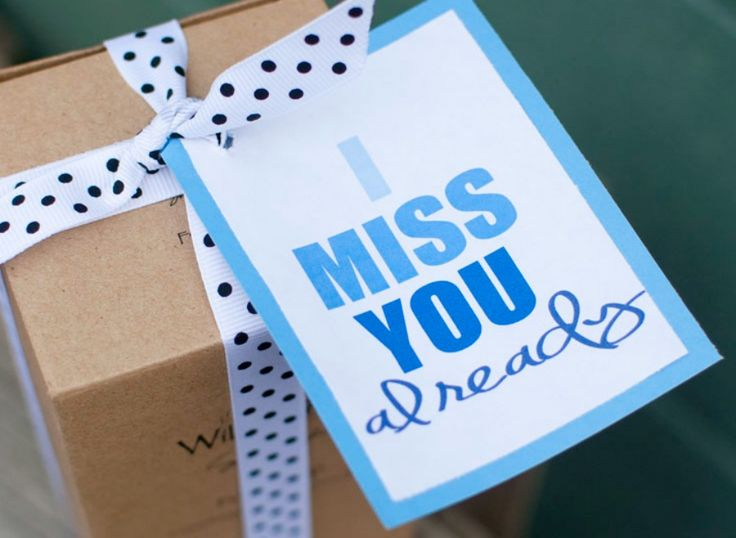 Here is a fabulous moving away gift idea for that great friend you are going to miss. Free printable with three colors to choose from and a great idea too.