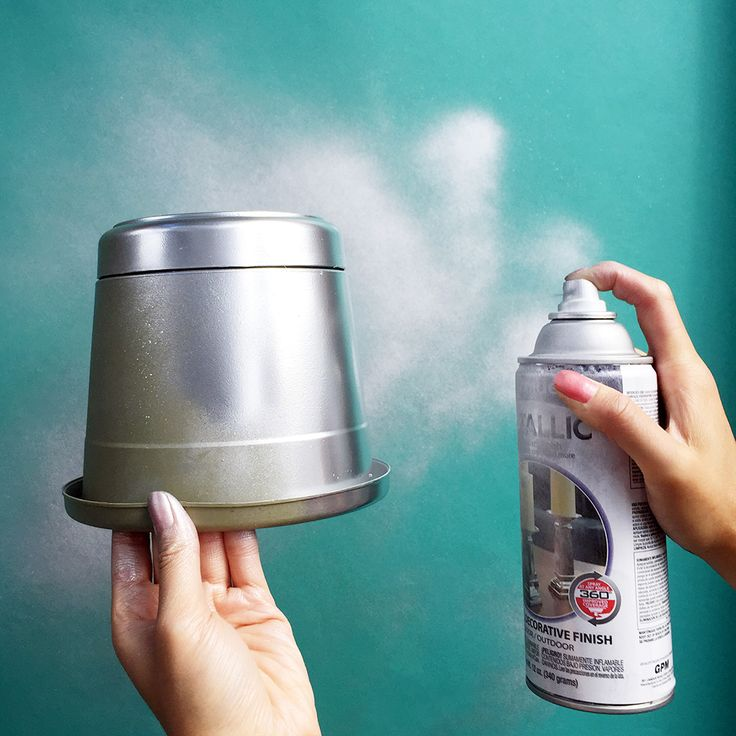 Spruce up your planters with silver spray paint #metallic #diy