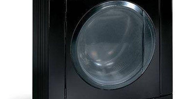 Cómo arreglar una lavadora Frigidaire. Las lavadoras Frigidaire son una línea extremadamente popular de lavadoras residenciales. Estos electrodomésticos son una parte integral de la vida diaria de la gente. Aunque se usan ampliamente, ocasionalmente se rompen o dejan de ser operativas, debido a problemas relativamente menores. Llamar a un reparador profesional para que arregle tu ...