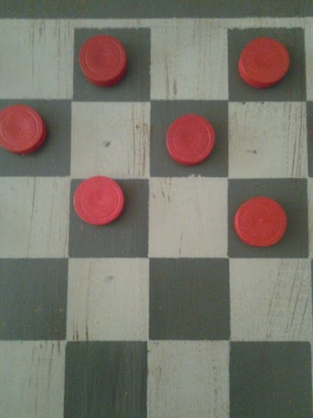 "DIY Checkerboard Coffee Table - and a ""how-to"" paint it.   This is a repost of a cute make-over that I wanted to share again, now that peop..."