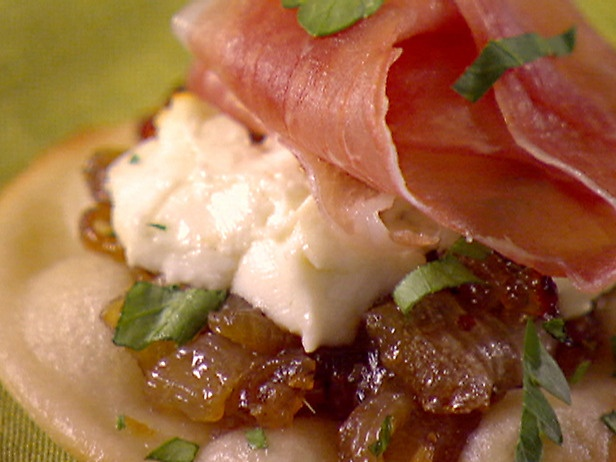 with caramelized onion, goat cheese & proscuitto.Carmel Onions, Onions ...