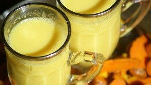 La leche dorada, es una bebida dulce que mejora la flexibilidad y los dolores articulares. Un remedio ayurvédico, muy popular entre los practicantes de Yoga.