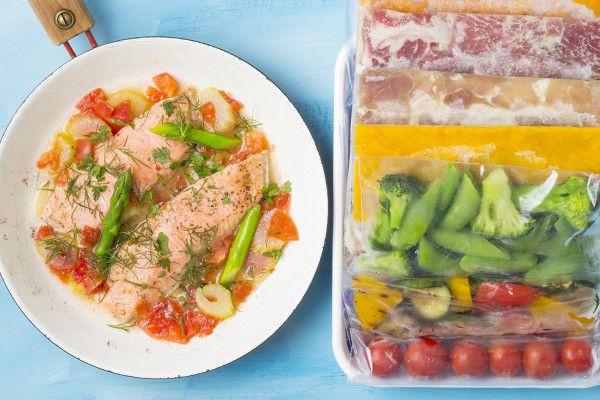 夏は作り置きも「冷凍保存」が正解。日持ちもマンネリも解決する3つの冷凍ワザ  気温や湿度が上がる夏場は、とくに食べ物の保存状態が気になるところ。便利な作りおきも、なんだか心もとない……。冷蔵庫で保存する作りおきは季節にかかわらず、日持ちは長くて5日ほど。1週間に2、3度食べるこ