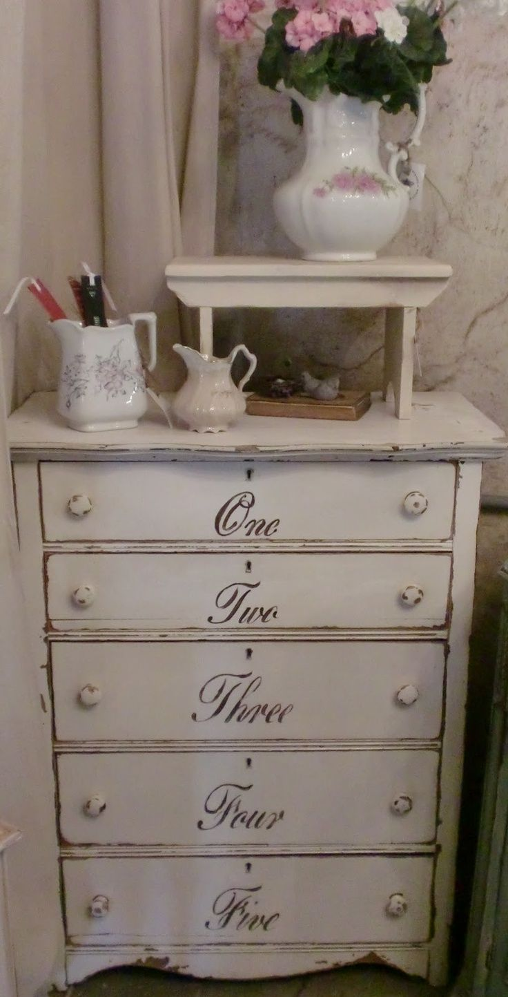 sweet shabby chic dresser with script inredningsinspiration pinterest m bler. Black Bedroom Furniture Sets. Home Design Ideas