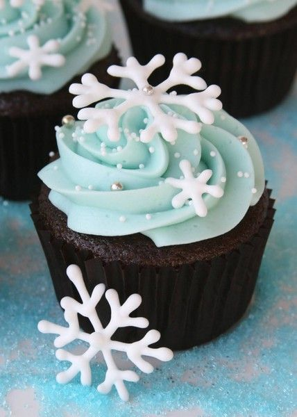 Change up Christmas cookie gift routine, with winter wonderland cupcakes.  Molding chocolate for the snowflakes or gum paste?  Experiment with both.  Idea: edible snow crystals would add a nice touch too.  snowflake ....love the blue and white on chocolate